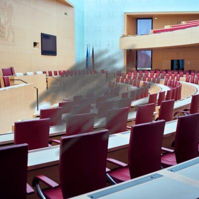 Plenarsaal Leer Ausschuss wissenschaft Kunst Sanne Kurz Grüne Landtag Bayern Kultur