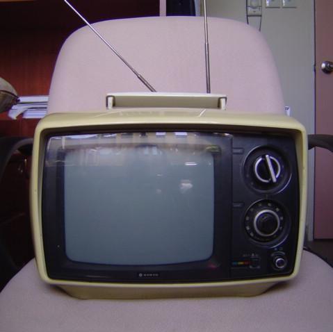 Early_portable_tv_BR_Sanne-Kurz-Rundfunkrat-Hindafing